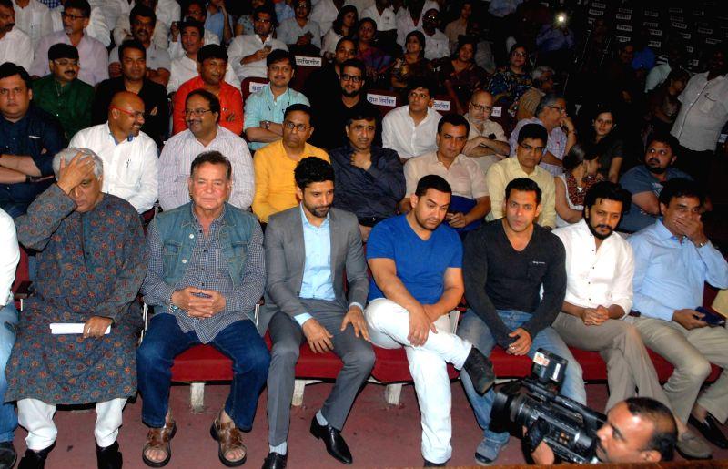 Lyricist Javed Akhtar, writer Salim Khan, actor Farhan Akhtar, Aamir Khan, Salman Khan and Riteish Deshmukh during the meeting on controversial development plan (DP) for the Mumbai city by ... - Farhan Akhtar, Javed Akhtar, Aamir Khan, Salman Khan and Riteish Deshmukh