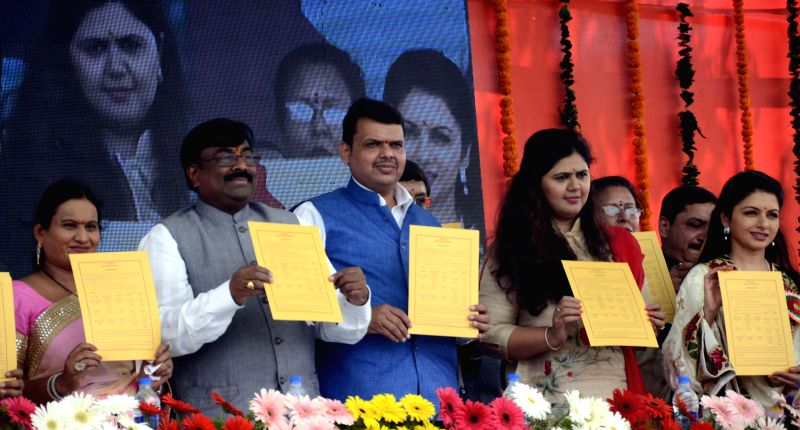 Maharashtra Chief Minister Devendra Fadnavis, Women and Child Welfare Minister of the state Pankaja Munde, actress Bhagyashree Patwardhan and others at the launch of Maharashtra government's ... - Devendra Fadnavis