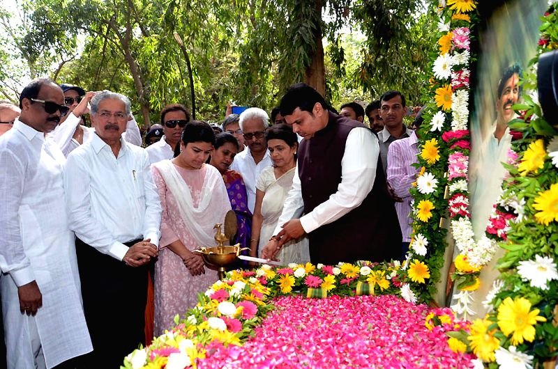 Maharashtra Chief Minister Devendra Fadnavis, Mumbai Mayor Snehal Ambekar and BJP MP Poonam Mahajan during inauguration of Pramod Mahajan Memorial Garden in Mumbai, on May 3, 2015. - Devendra Fadnavis and Poonam Mahajan