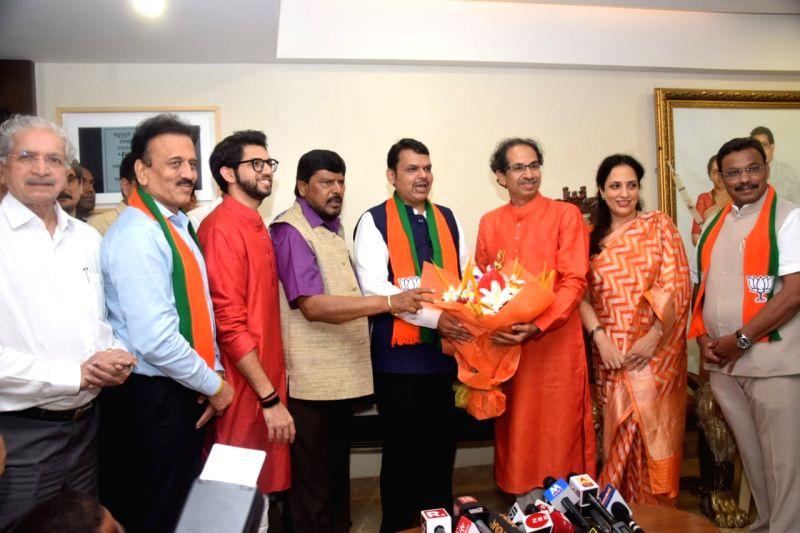 Mumbai: Maharashtra Chief Minister Devendra Fadnavis, Union Minister Ramdas Athawale and Maharashtra Cabinet Minister Vinod Tawde, Shiv Sena chief Uddhav Thackeray, his wife Rashmi Thackeray and son Aditya Thackeray celebrate as the BJP-led NDA is se