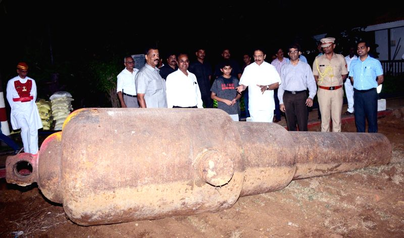 Mumbai: Maharashtra Governor C. Vidyasagar Rao examines two British era canons found at Raj Bhavan lawns. (Photo: IANS)