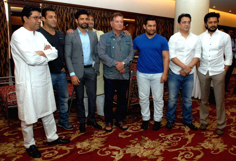 Maharashtra Navnirman Sena chief Raj Thackeray, actors Salman Khan, Farhan Akhtar, writer Salim Khan, Aamir Khan, filmmaker Sajid Nadiadwala and actor Riteish Deshmuk.JPG (408K) - Riteish Deshmuk, Salman Khan, Farhan Akhtar and Aamir Khan