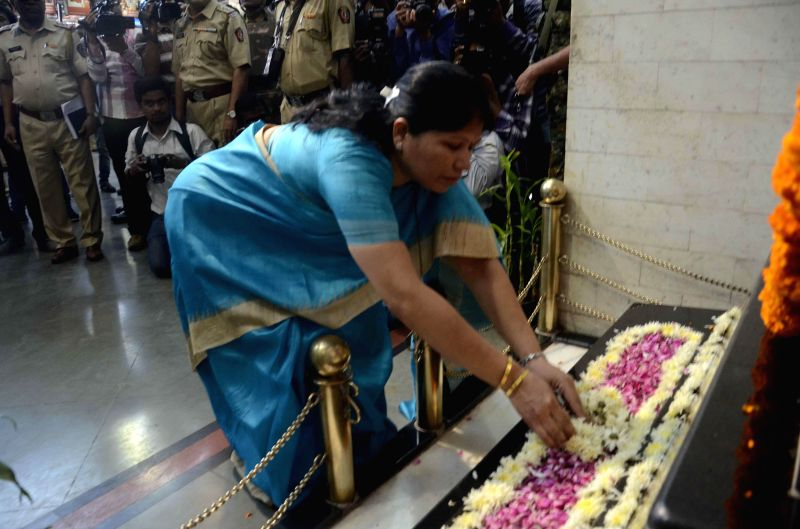 Manasi Shinde, wife of Government Railway Police (GRP) inspector Shashank Shinde pays tribute to those killed in the 26/11 attacks on Chhatrapati Shivaji Terminus railway station on the 6th ..