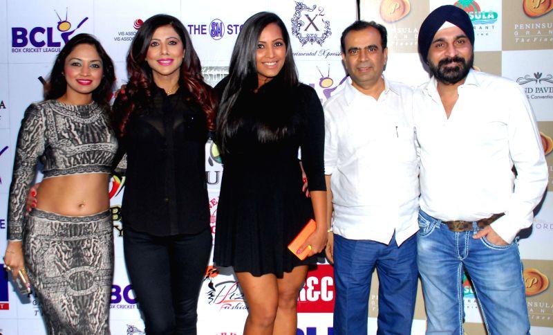 Marisa Verma, Tinaa Ghaai, Meghna Naidu, Yogesh Lakhani & Raj Suri during the launch of Dress and anthem of BCL team Kolkatta Babu Moshai at Peninsula Grand in Mumbai, on November 20, ... - Marisa Verma and Meghna Naidu