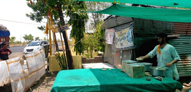 Mumbai: May 31: BABA KARNAIL SINGH KHERA, 81. Ready to serve, 24x7. At the 'Guru ka langar' on highway in Yavatmal.