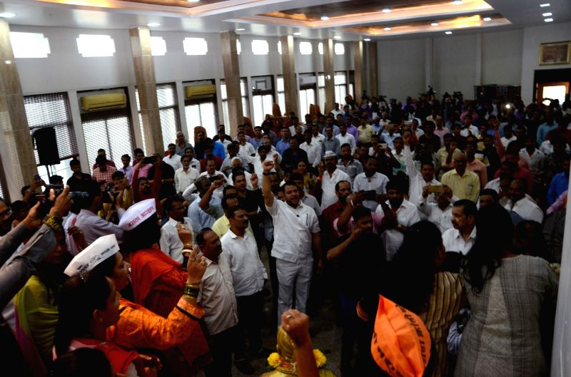 :Mumbai: Members of the Maratha community call for a Mumbai Bandh as they stage a demonstration to press for a Maratha quota, in Mumbai's Dadar on July 24, 2018. (Photo: IANS).