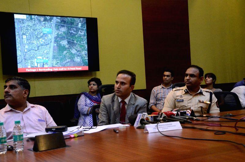 Mumbai Metropolitan Region Development Authority additional Metropolitan Commissioner Pravin Darade addresses a press conference regarding Line 7 of Mumbai Metro on Aug 8, 2016.