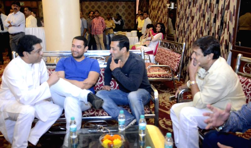 MNS chief Raj Thackeray interact with actors Aamir Khan, Salman Khan and Mahesh Manjrekar during a seminar convened by MNS chief Raj Thackeray to discuss the controversial Mumbai Development ... - Aamir Khan, Salman Khan and Mahesh Manjrekar