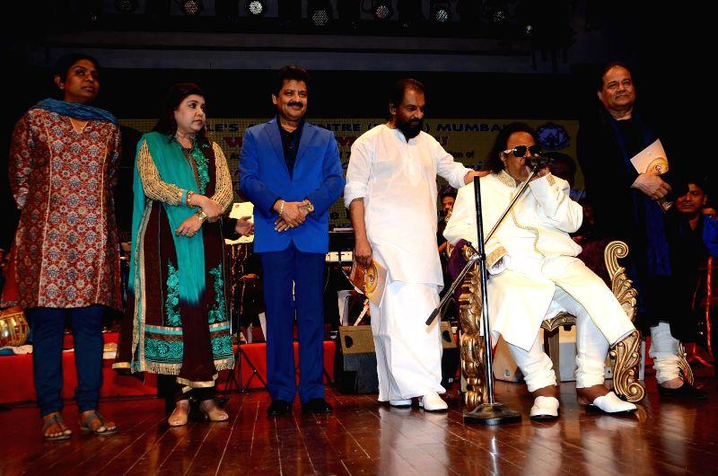 Music composer Ravindra Jain with Gazal singer Anoop Jalota, Bollywood singers Suresh Wadkar, K J Yesudas, Udit Narayan and Sadhana Sargam during the launch of music composer Ravindra Jain`s ...