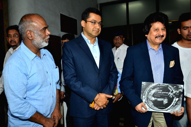 Photojournalist Sudharak Olwe, Sanjay Mukherjee, Additional Municipal Commissioner and Ghazal singer Pankaj Udas, during the release of (L) book In search of Dignity and Justice, in Mumbai, .. - Sanjay Mukherjee
