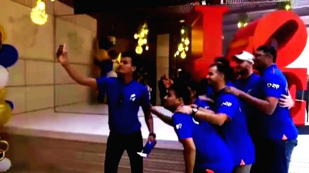 Mumbai: Players of Mumbai Indians who were invited by the team's owner Nita Ambani for a bonding session at Antilia, pose for selfies, in Mumbai on April 19, 2019. (Photo: IANS)