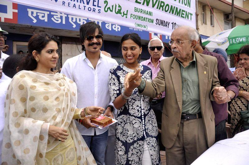 Mumbai Police commissioner Rakesh Maria during inauguration of `I Love Mumbai` - a drive to distribute free sapling in Mumbai on Aug 10, 2014.