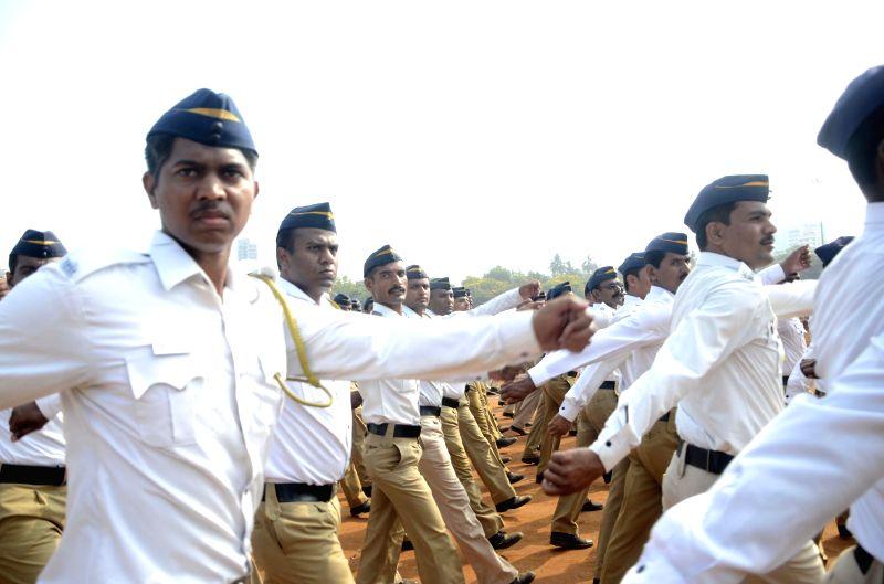 Mumbai  police personnel rehearse for Maharashtra Day celebrations at Shivaji Park in Mumbai on April 27, 2014.