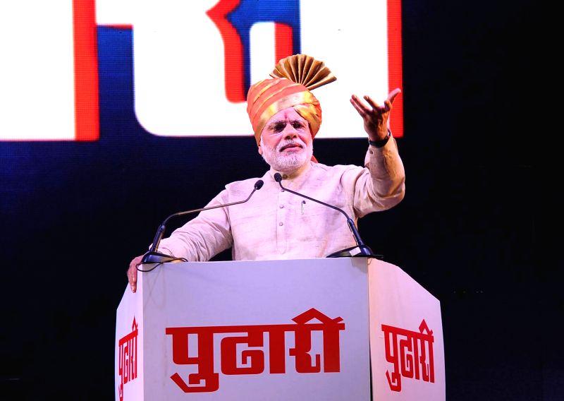 Prime Minister Narendra Modi addresses at the Platinum Jubilee celebrations of the Marathi newspaper Pudhari, in Mumbai on Jan. 3, 2015. - Narendra Modi