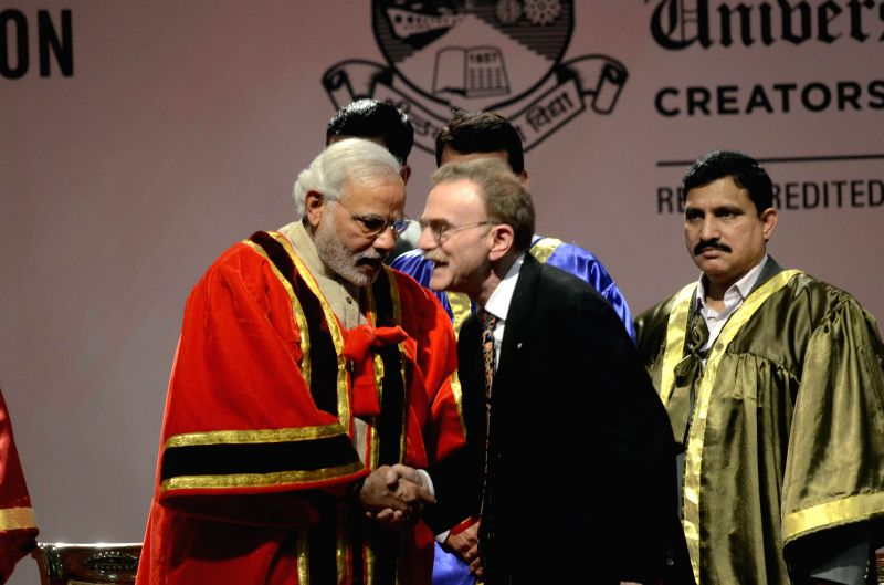 Prime Minister Narendra Modi with Nobel Prize-winner American cell biologist Randy Schekman of the University of California inaugurating 102nd Indian Science Congress 2015 at the Mumbai ... - Narendra Modi