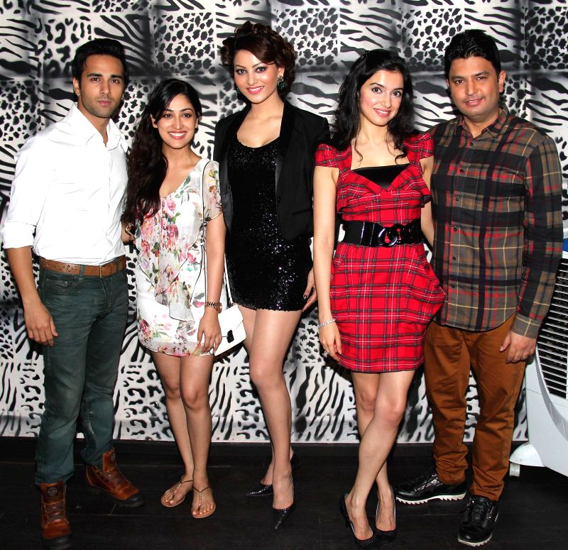 Pulkit Samrat, Yami Gautam, Urvashi Rautela, Divya Khosla Kumar and Bhushan Kumar at Divya Khosla Kumar`s birthday bash in Mumbai, on November 20, 2014. - Bhushan Kumar