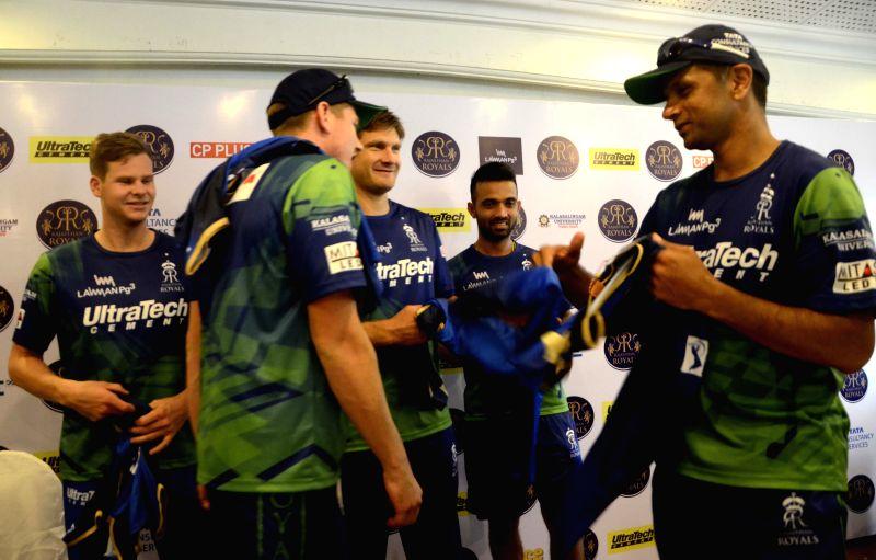 Rajasthan Royal Challengers (RRC) players James Faulkner, Shane Watson, Ajinkya Rahane and Steve Smith with RRC mentor Rahul Dravid during a press conference in Mumbai on April 6, 2015. - Rahul Dravid