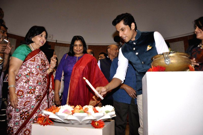 Randeep Hooda inaugurates an art fair in Mumbai on 14th Jan 2015