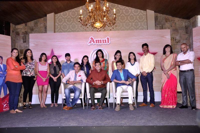 Ranveer Brar, Sanjeev Kapoor and Vikas Khanna with the participants during the launch of MasterChef India- 4 in Mumbai, on jan. 09, 2015. - Sanjeev Kapoor and Vikas Khanna