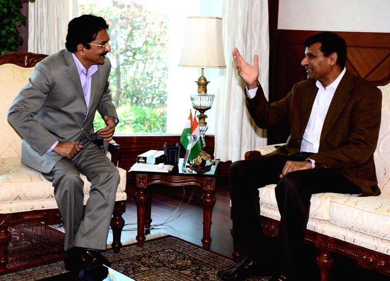 RBI Governor Raghuram Rajan calls on Maharashtra Governor Chennamaneni Vidyasagar Rao at Raj Bhavan in Mumbai, on Feb 15, 2015. - Chennamaneni Vidyasagar Rao