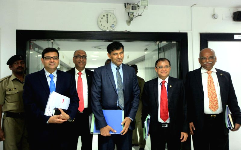 RBI Governor Raghuram Rajan with Deputy Governors Urjit Patel, S S Mundra, Harun Rashid Khan and Rama Subramaniam Gandhi ahead of a press conference regarding the `First Bi-monthly Monetary ... - Governors Urjit Patel, Harun Rashid Khan and Subramaniam Gandhi