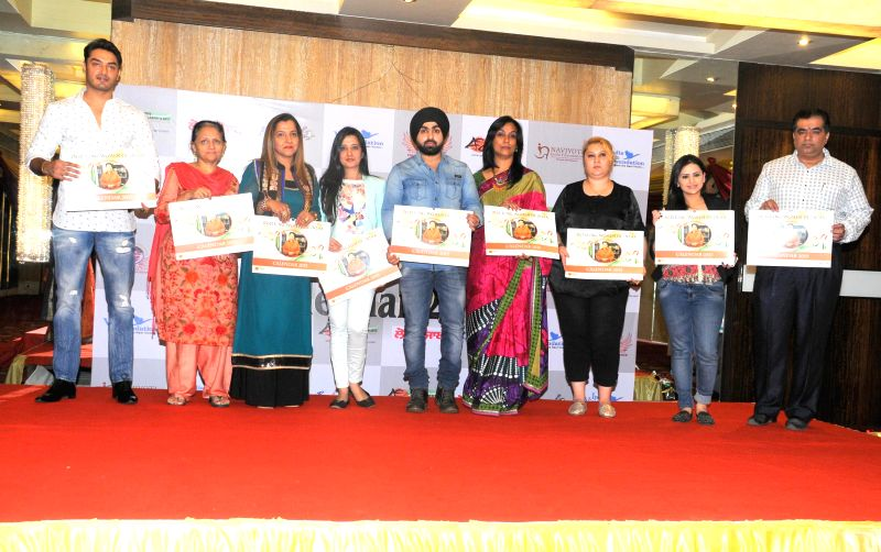 Seema Sehgal, Prabhjot Raman Khurana, Amy Billimoria, Angad Singh Rupinder Jagdish Shettiger, Parul Chawla Launching Calender during Women Power Calendar Launch 2015 in Mumbai on Jan 17, ...