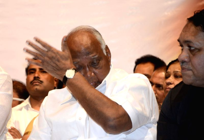 Senior Nationalist Congress Party (NCP) leaders Sharad Pawar mourn the death of Senior Nationalist Congress Party (NCP) leader R R Patil who passes away from cancer at the age of 57 at ...