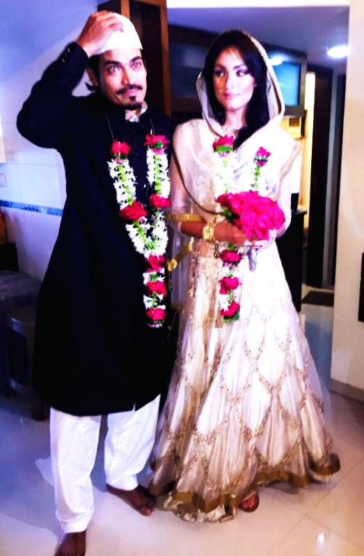 Shawar Ali with wife Aisha Ali during their marriage ceremony in Mumbai.