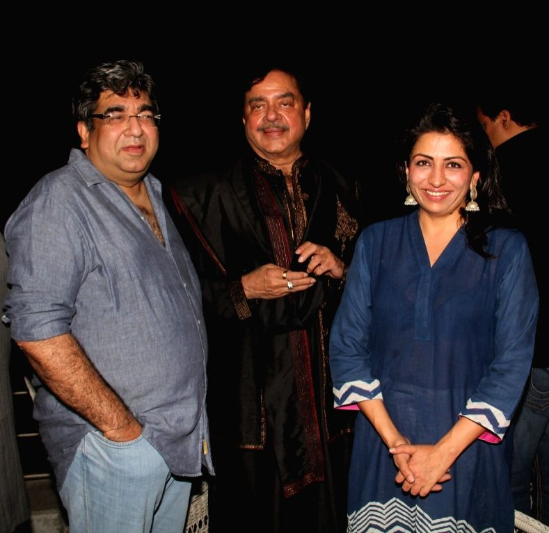 Sheetal Talwar, Shatrughan Sinha and Bhavna Talwar during the 50th birthday of Sangeethi Seetharaman, in Mumbai, on April 27, 2015. Politician Amar Singh hosted the party for Sangeethi ... - Shatrughan Sinha