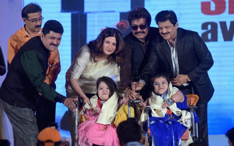 Shruti and Gore Bhatla receiving award from Kunika Lal, Shravan Rathod and Udit Narayan during the `Shoorveer Awards` in Mumbai on March 15, 2015.