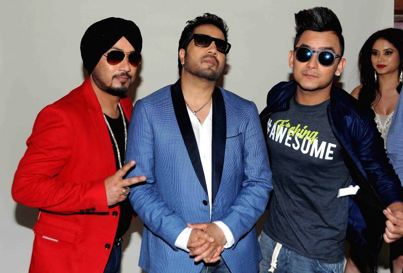 Singer Dilbagh Singh, Mika Singh & DJ Sumit during photo shoot of album 'BottomsUp' in Mumbai on 24th March 2015. - Dilbagh Singh and Mika Singh