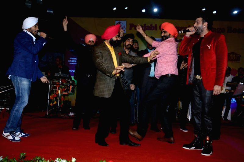 Singer Jaz Dhami during the  Charan Singh Sapra's 'Lohri Di Raat' in Mumbai on Jan 10, 2015. - Charan Singh Sapr