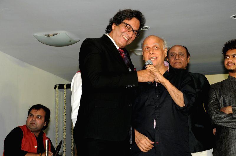 Singer Talat Aziz and Director Mahesh Bhatt during Music Mania Artist of the Year 2014.