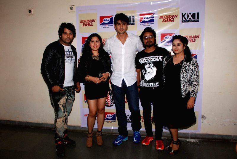 Singers Altamash Faridi, Arpita Chakraborty, actor Nishant Malkani, music composer Rupesh Verma and singer Anita Bhatt during the promotion of film Bezubaan Ishq at Nagindas Khandwala College ... - Nishant Malkani, Arpita Chakraborty and Rupesh Verma