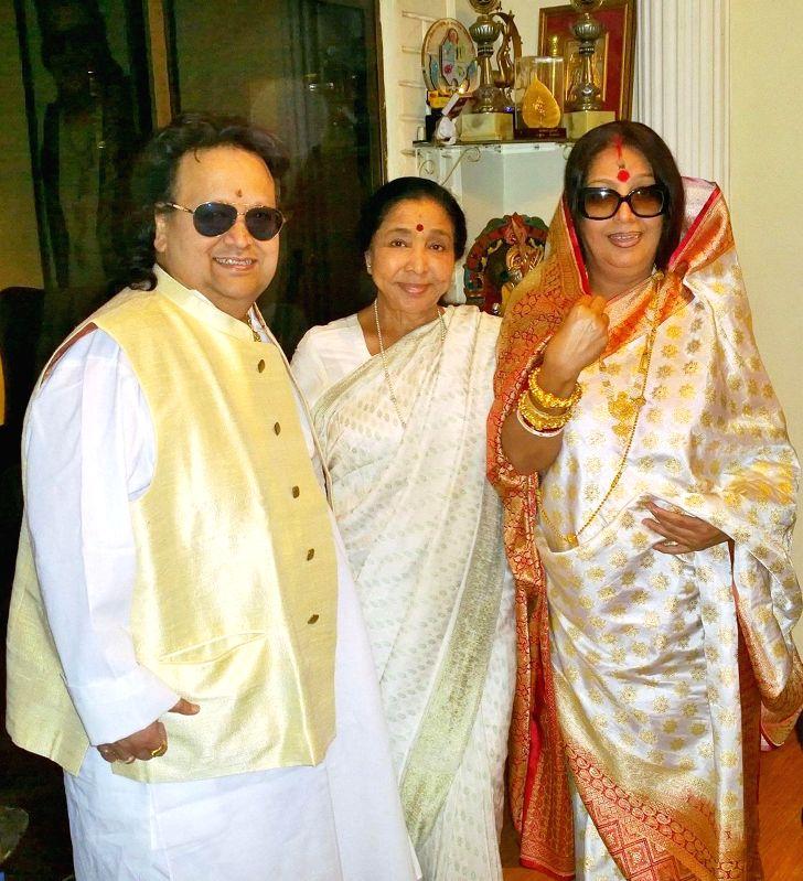 Singers Bappi Lahiri, Asha Bhosle and Chitrani Lahiri at Bappi Lahiri`s Saraswati Puja at his residence in Mumbai on Jan 25, 2015. - Asha Bhosle