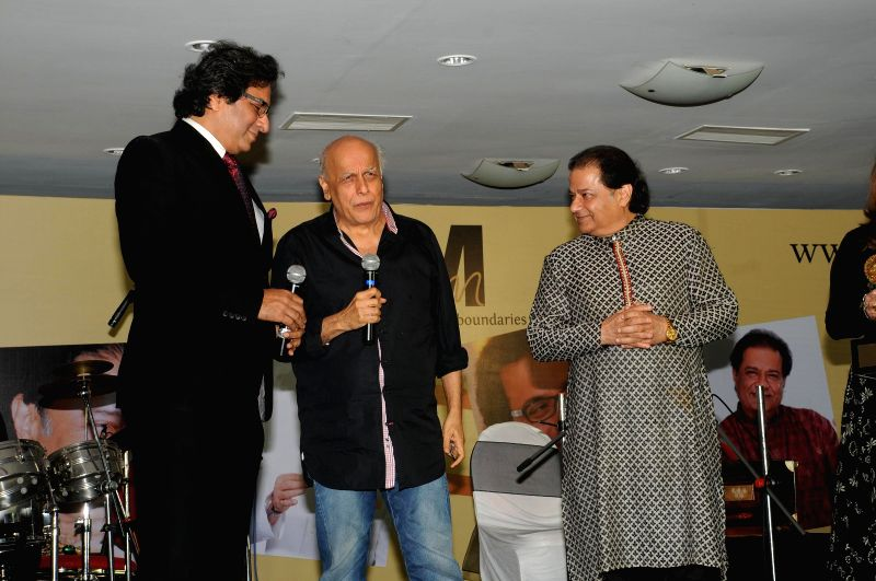 Singers Talat Aziz and Anup Jalota with Director Mahesh Bhatt during Music Mania Artist of the Year 2014.