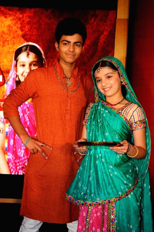 Sparsh Shrivastav and Gracy Goswami as Kundan and Nimboli during the press conference to announce the 11year leap in Colors TV show Balika Vadhu in Mumbai on March 3, 2015. - Gracy Goswami