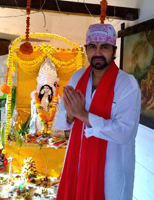 Sujoy Mukherjee at Bappi Lahiri`s Saraswati Puja at his residence in Mumbai on Jan 25, 2015. - Sujoy Mukherjee