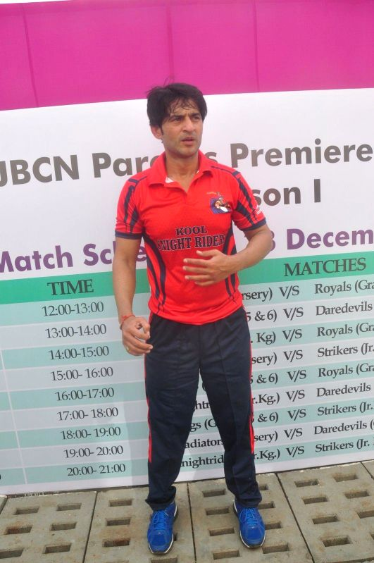 Television actor Hiten Tejwani during the JPPL cricket league organized by Fatima Agarkar in Mumbai, on December 13, 2014. - Hiten Tejwani