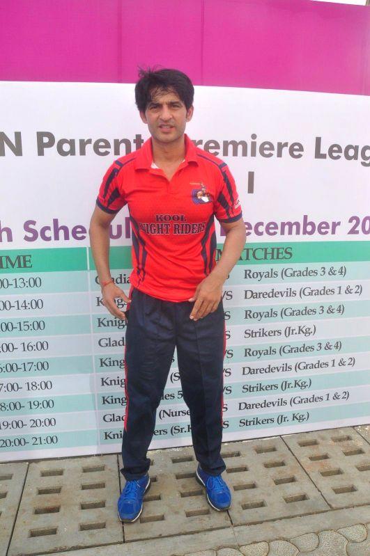 Television actor Hiten Tejwani during the JPPL cricket league organized by Fatima Agarkar in Mumbai, on December 13, 2014. - Hiten Tejwani