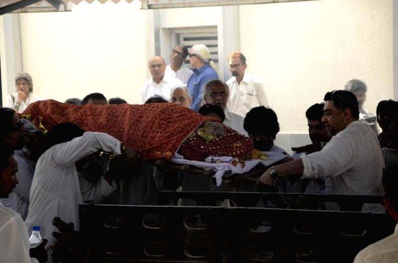 The funeral of eminent Kathak danseuse Sitara Devi, who died Tuesday (25th Nov, 2014) underway in Mumbai, on Nov 27, 2014.