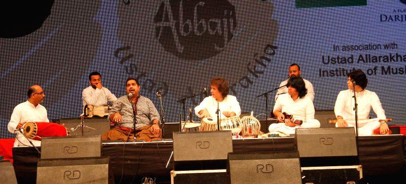 Ustad Zakir Hussain and singer Shankar Mahadevan at a special concert `Homage to Abbaji` 15th anniversary of Ustad Alla Rakha Khan fondly known as Abbaji at Shanmukhananda Hall in Mumbai, on .