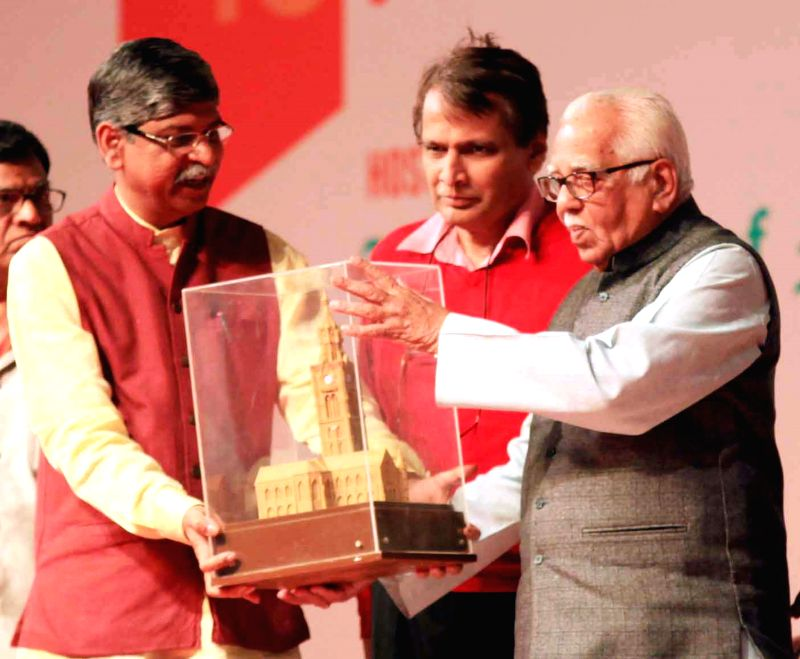 Uttar Pradesh Governor Ram Naik and Union Minister for Railways Suresh Prabhakar Prabhu at the concluding session of the 102nd Indian Science Congress in Mumbai, on Jan 7, 2015. - Suresh Prabhakar Prabhu