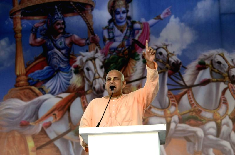Yogi Adityanath addresses during Virat Hindu Sammelan of Vishwa Hindu Parishad (VHP) in Mumbai, on Dec 14, 2014.