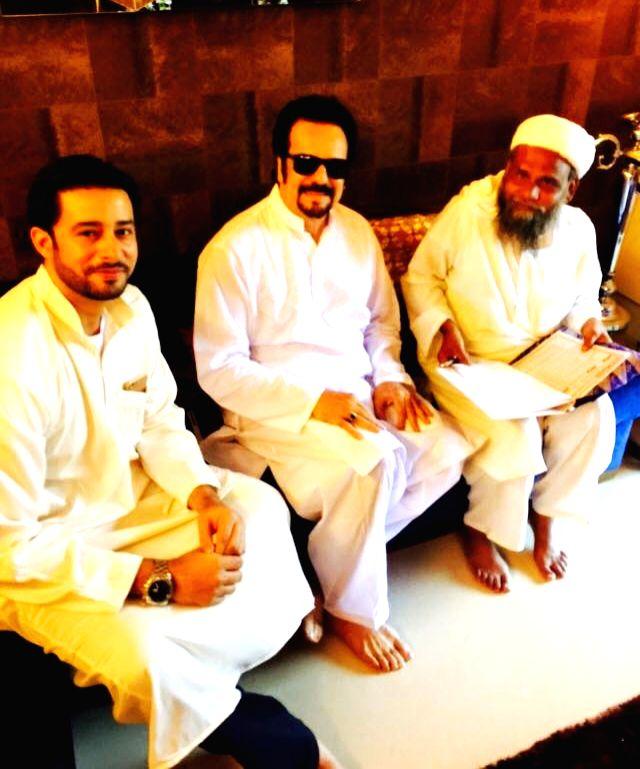 Zulfi Syed, Akbar Khan with Maulana at Super model and actor Shawar Ali's marriage ceremony in Mumbai. - Akbar Khan