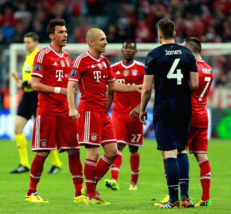 Bayern Munich's players celebrates after the UEFA Champions League quarter-final second leg football match against Manchester United in Munich, Germany, on April 9,