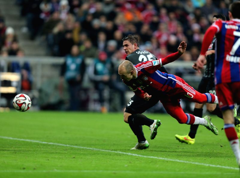 Bayern Munich's Arjen Robben (Front) heads for the ball during the German first division Bundesliga football match between Bayern Munich and Freiburg in Munich, ...