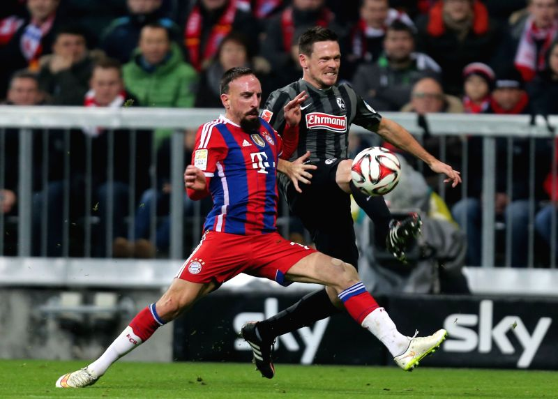 Bayern Munich's Franck Ribery (L) vies for the ball during the German first division Bundesliga football match between Bayern Munich and Freiburg in Munich, Germany,