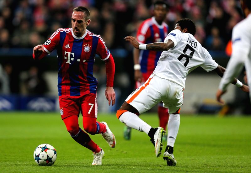 Bayern Munich's Franck Ribery (L) breaks through during the UEFA Champions League Round of 16 second leg match against Shakhtar Donetsk in Munich, Germany, on March ...