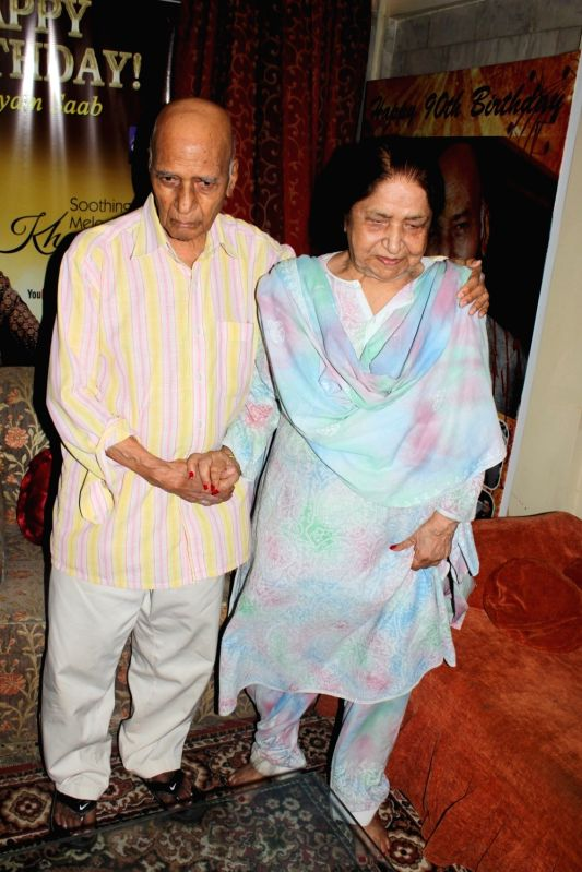 Music composer Khayyam along with his wife Jagjit Kaur during the donation of Rupees One Lakh Fifty Thousand donation by Bollywood music composer Khayyam to Federation of Western India Cine ... - Jagjit Kaur